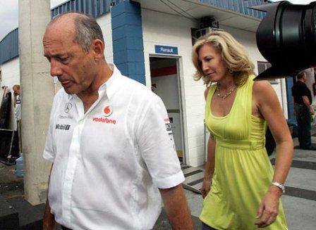Ron Dennis dimite como jefe de equipo de McLaren