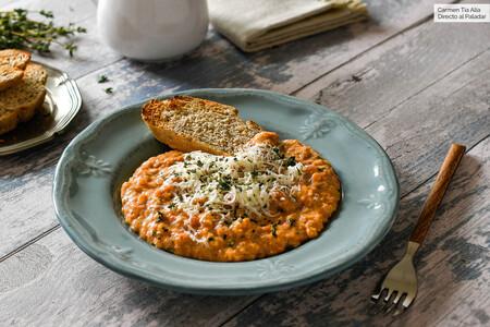 Strapatsada o revuelto de huevo, tomate y queso feta
