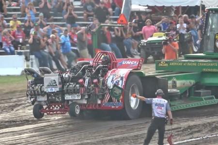 Festival de motores, llamaradas y un montón de fuerza bruta: bienvenidos al tractor pulling