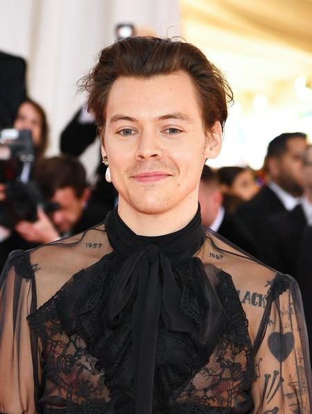 Harry Styles Suma Un Toque Femenino A Su Look Para La Red Carpet De La Met Gala 1