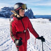Estas influencers demuestran que Fendi se ha puesto muy de moda para ir a la nieve este invierno, sus precios alcanzan la cima