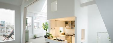 Lección zen y minimalista: Una casa en Ámsterdam entorno a la estructura central de la cocina y los baños
