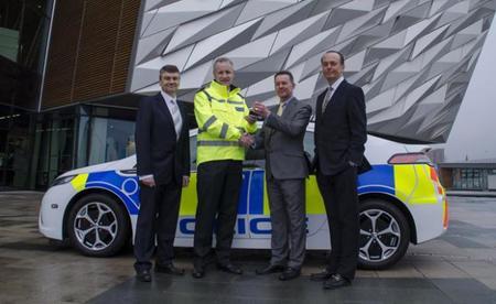 Tras el Ampera ambulancia llega el Ampera policía a Irlanda