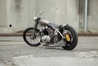 Yamaha XS650 Bobber por Holiday Customs, bonita y sencilla