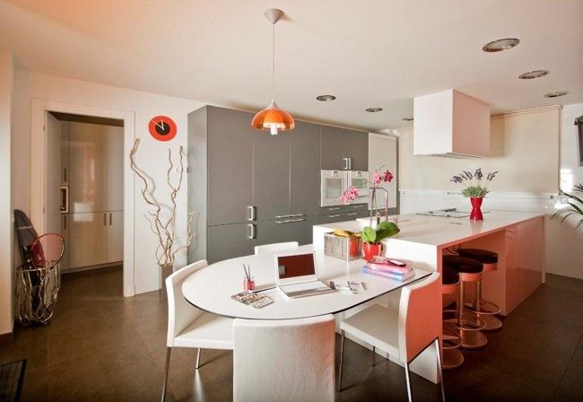 Una cocina primaveral llena de flores y detalles de color for Decoesfera cocinas
