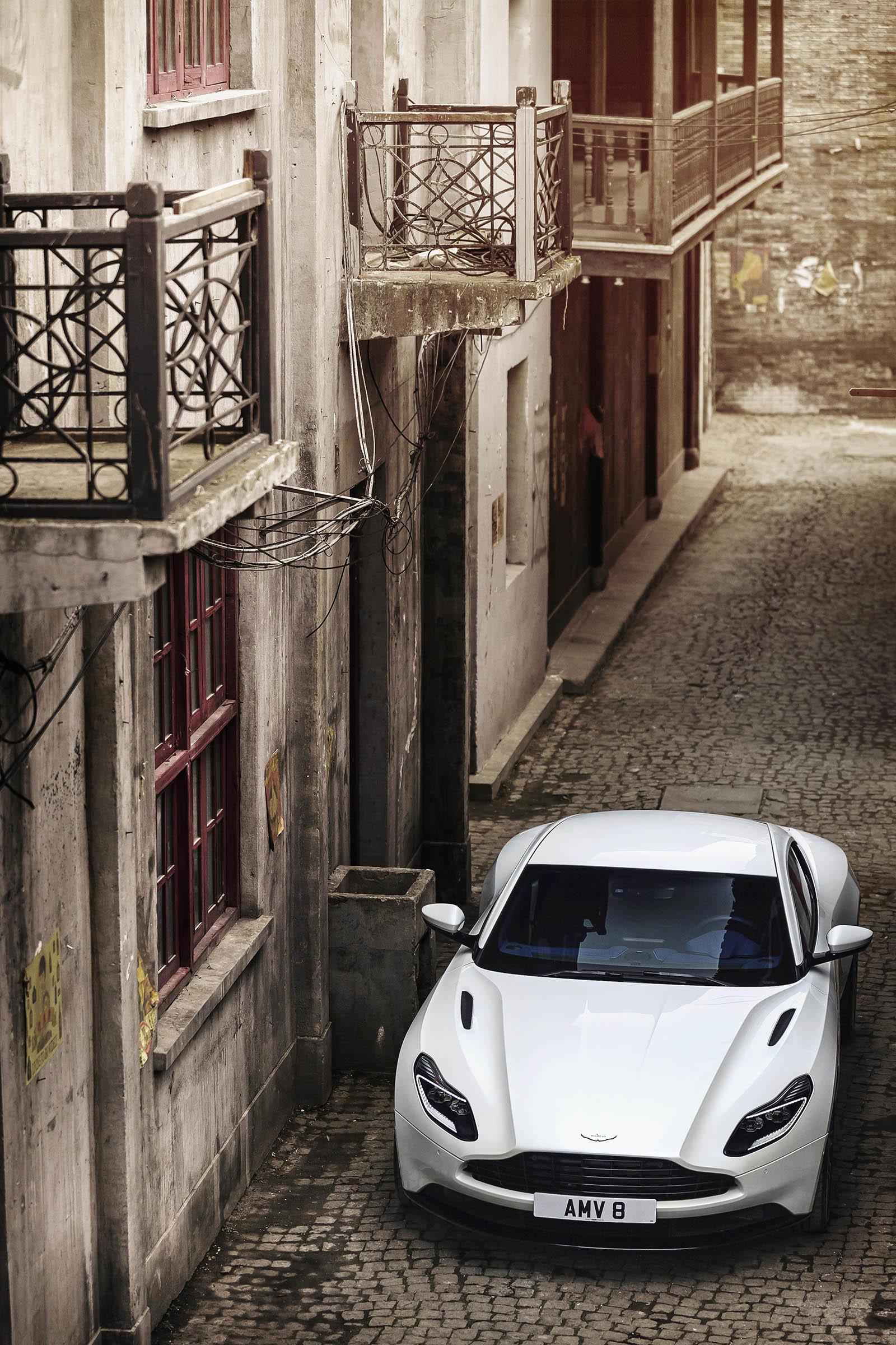 Foto de Aston Martin DB11 V8 (18/21)