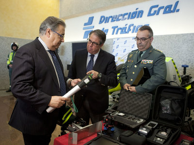 Patrulla Integral: el nuevo modelo de vigilancia de la DGT, con radares, etilómetros y test de drogas portátiles