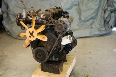 Hoy, clase de Mecánica: Cómo desmontar un motor...