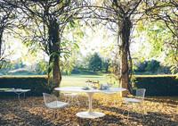 Las mesas de Saarinen salen a la terraza esta primavera