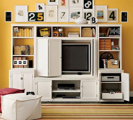 Tv oculta en mueble de madera blanco