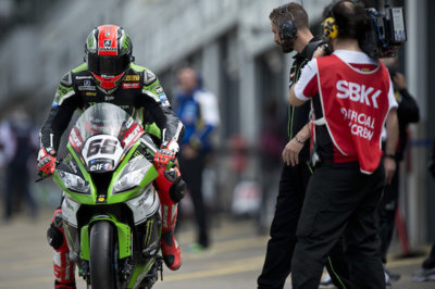 Superbike Gran Bretaña 2015: sexta victoria consecutiva de Tom Sykes en Donington Park
