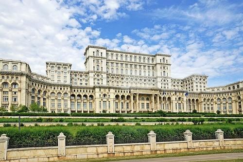 Este edificio tiene el doble de masa que el Empire State Building y está en Bucarest