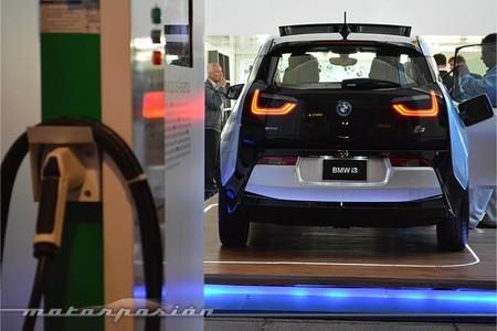 BMW quiere que utilicemos la iluminación pública para cargar nuestros coches electricos