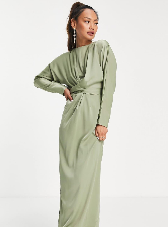 Vestido de dama de honor largo color oliva con cintura cruzada y mangas murciélago de satén de ASOS DESIGN