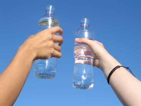 Elegir la opción más sana para contener líquidos a la hora de entrenar