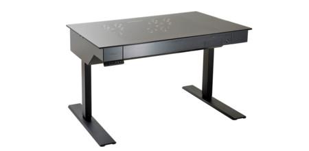 Parece un escritorio normal, pero en realidad es una caja para montar el PC de tus sueños