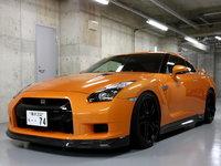 Nissan GT-R negro y naranja