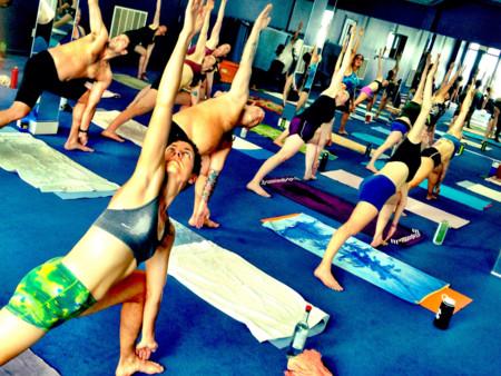 ¿Qué efecto tiene el Bikram yoga en la temperatura corporal?