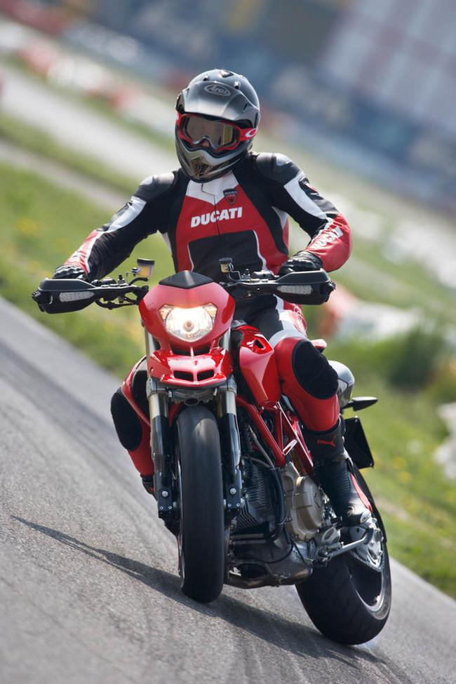 Foto de Ducati Hypermotard (21/27)