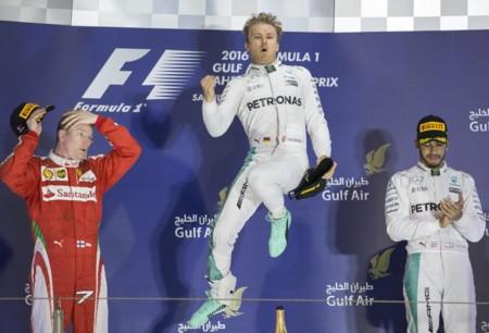 Gran Premio de Bahrein, Rosberg gana una carrera llena de rebases