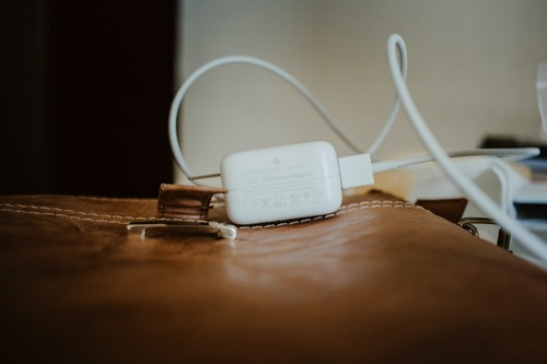 """Qué significa el aviso de que la batería de nuestro Mac """"No se está cargando"""""""
