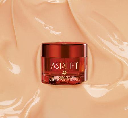 Cremas con color anaranjado por la astaxatina