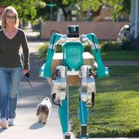 Ford muestra su androide repartidor y cómo plantea su sistema de reparto 100% autónomo (sin humanos a la vista)