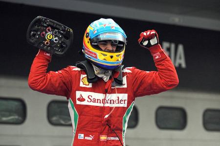 Fernando Alonso vence en un Gran Premio de Malasia marcado por los elementos