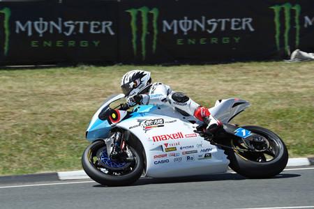 Michael Rutter pulveriza el récord de John McGuinness para llevarse la victoria de Zero TT en el IOMTT
