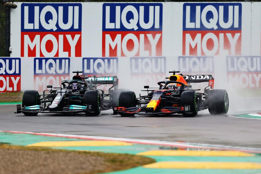 Max Verstappen tira de coraje para ganarle a Lewis Hamilton bajo la lluvia y McLaren vuelve al podio