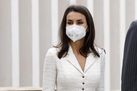 La reina Letizia recupera un vestido blanco de Felipe Varela y nos deja un look ideal para esta primavera