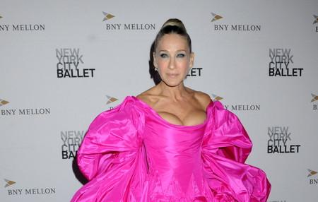 Sarah Jessica Parker saca su propia Carrie Bradshaw con un vestido de gala de lo más llamativo (y con un calzado de lo más peculiar)