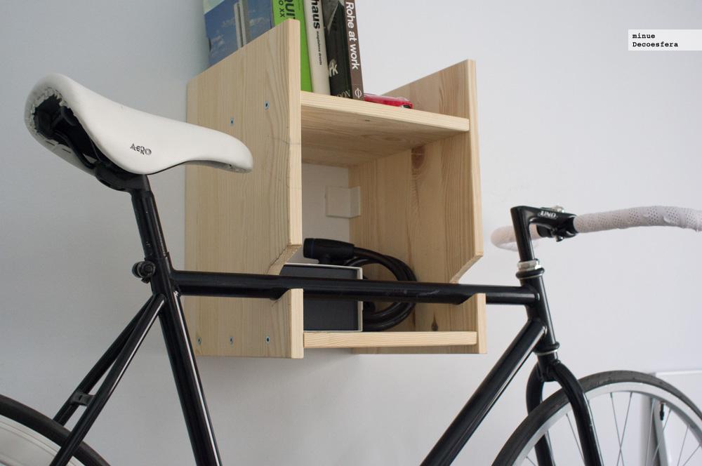 Foto de Una estantería para colgar la bici (1/7)