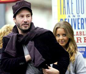 Keanu Reeves tiene nueva pareja