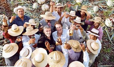 George Clooney vende su marca de tequila Casa amigos por 1 billón de dólares