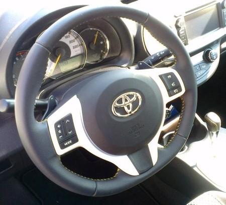 Volante con levas del Toyota Yaris SoHo