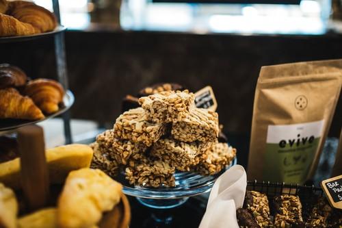Estos 13 snacks y alimentos contienen más proteínas que una barrita proteica (y mejores nutrientes)