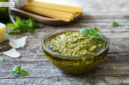 Pesto de albahaca, receta tradicional italiana para acompañar pasta y mucho más