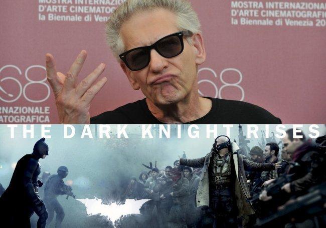 David Cronenberg y un cartel de El Caballero Oscuro: La Leyenda Renace