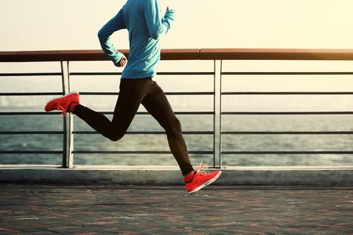 Qué buscar en unas zapatillas para correr distancias medias (y nuestras siete opciones favoritas)