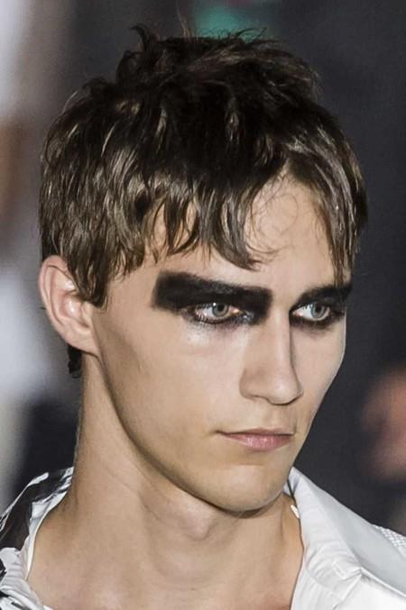 Raf Prs Ss19 041 Hr Maquillaje Y Pegatinas Asi Puedes Lograr Un Disfraz De Halloween Inspirado En Las Pasarelas