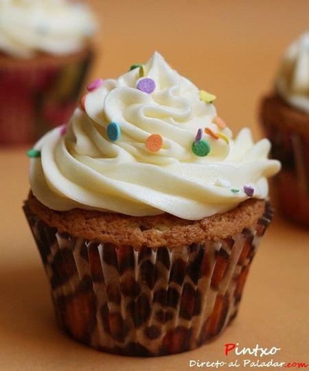 Cupcakes de vainilla con frosting de coco