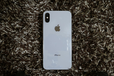 """Este año habrá tres iPhone: el sucesor del iPhone X, uno """"económico"""" y otro de 6.5 pulgadas, según Bloomberg"""