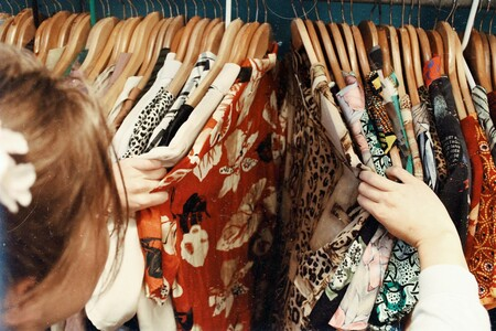 """De segunda mano a elitista: cómo la ropa vintage ha sido devorada por el """"dropshipping"""" y la reventa"""