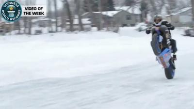 Récord Guinnes de velocidad haciendo un caballito sobre hielo ¿Alguien da más?