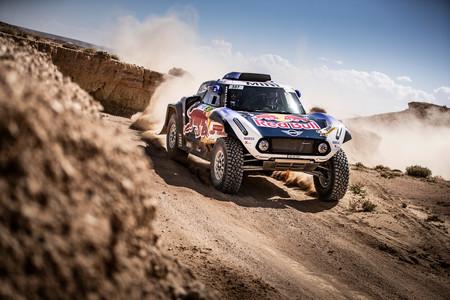 Carlos Sainz y Nani Roma dan junto a MINI el pistoletazo de salida al Dakar 2019