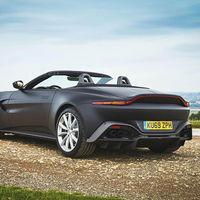 El Aston Martin Vantage Roadster se deja ver en estas primeras imágenes antes de su presentación oficial