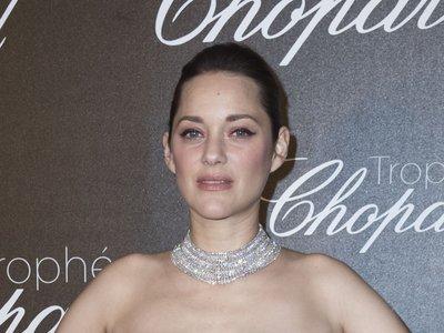 Las fiestas de Cannes se llenan de glitter: así brillan Charlize Theron y Marion Cotillard