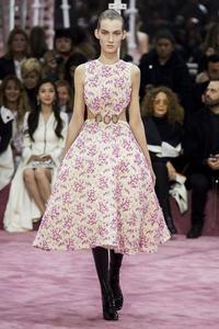 Dior reinventa las coletas en la Alta Costura de Paris