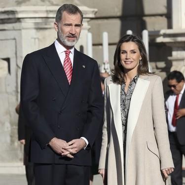 Así de bien luce la Reina Letizia este vestido de Massimo Dutti con print de serpiente